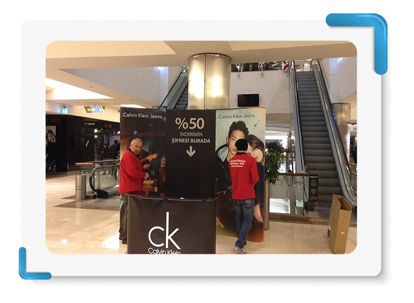 Calvin Klein Roll Up Örümcek Stand Display